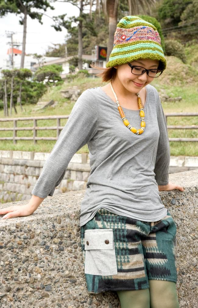 ネパールふわふわ起毛のハーフカーゴパンツ  5 - 調度良い丈で履きやすいですね。