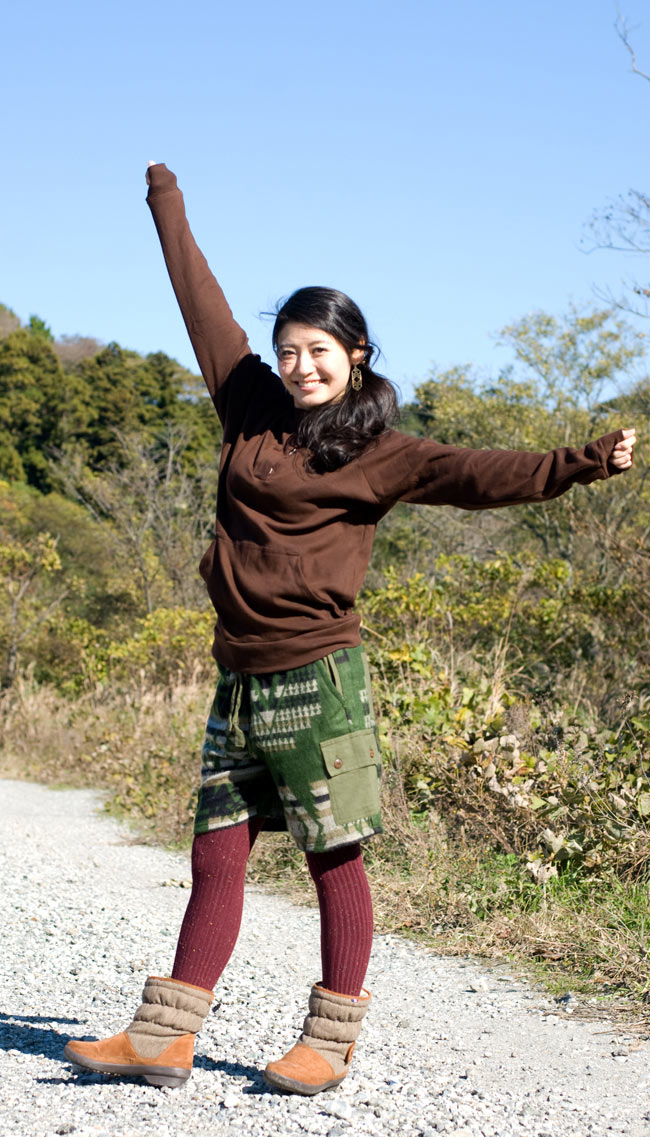 ネパールふわふわ起毛のハーフカーゴパンツ の写真7 - G:グリーン 身長165�のスタッフが着てみました。