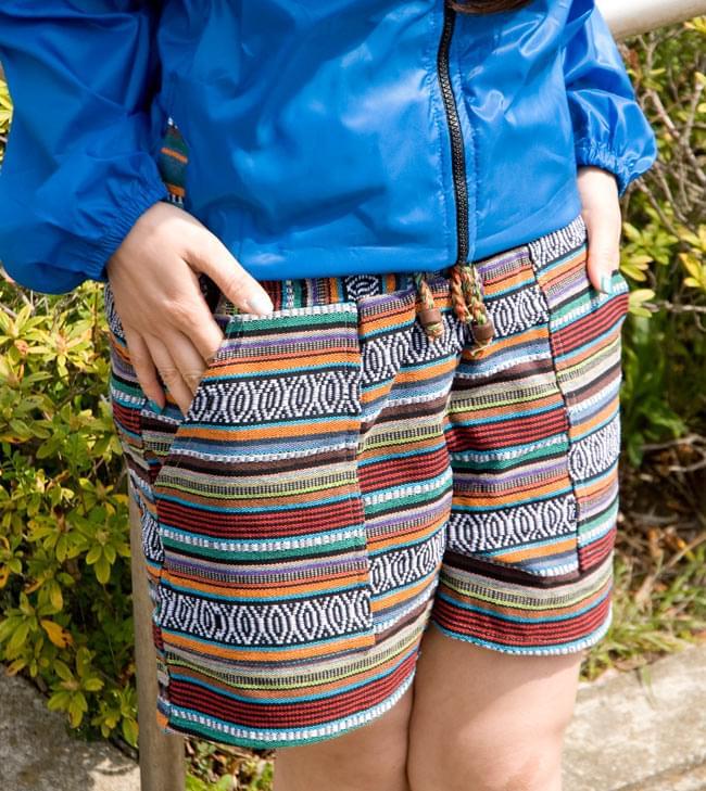 しっかり丈夫な素材が嬉しい!エスニック布のショートパンツの写真2 - B:オレンジ系