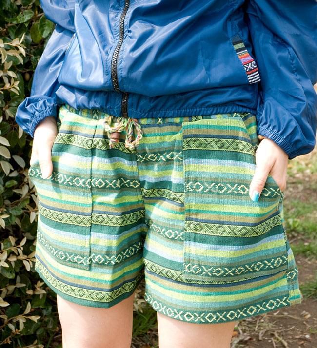 しっかり丈夫な素材が嬉しい!エスニック布のショートパンツの写真4 - D:グリーン系