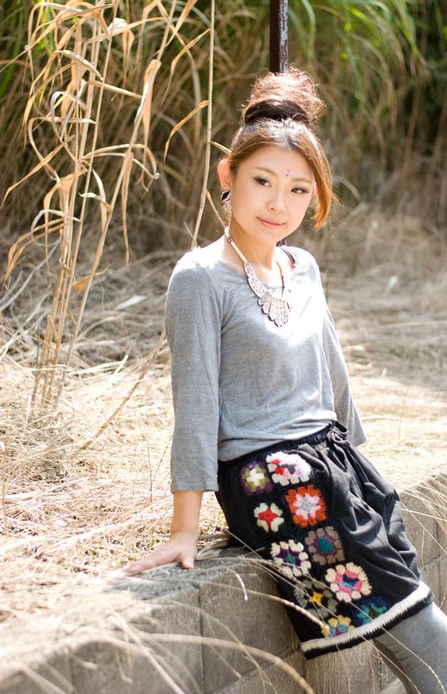 お花刺繍のスウェットハーフパンツの写真6 - F:ブラック
