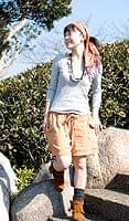 エスニック衣料のセール品:[日替わりセール品]バック刺繍スウェットショートパンツ 【オレンジ】