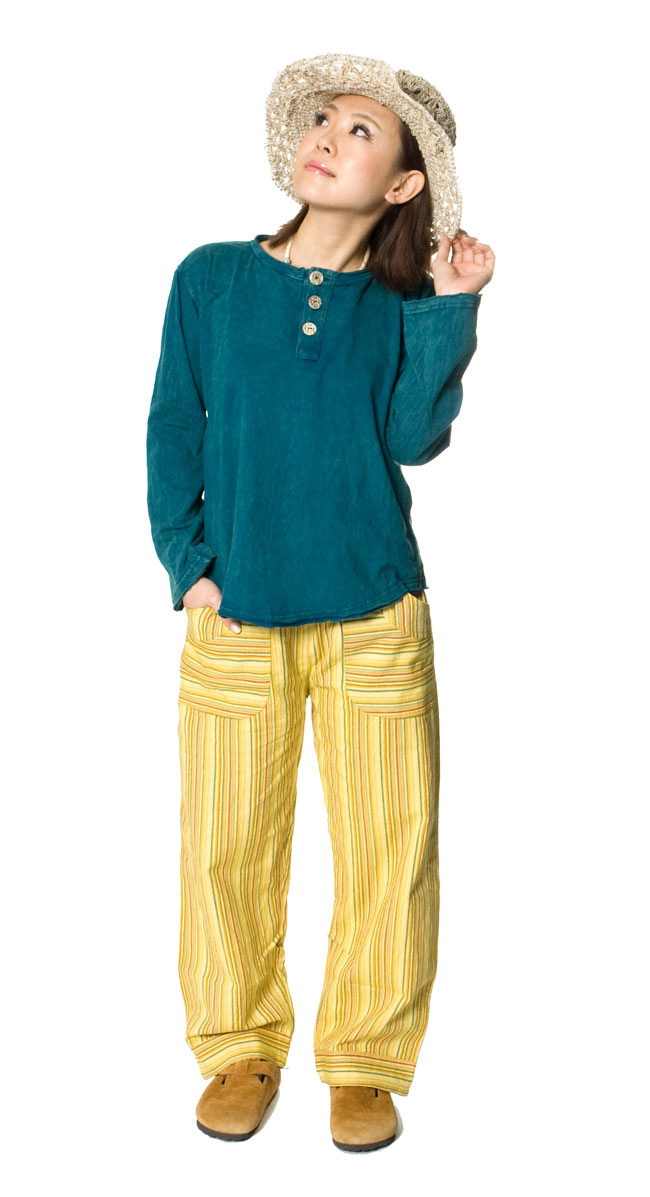 コットンストライプパンツ 【グリーン系】の写真5 - こちらは同デザインの色違いの商品の正面からの姿です。
