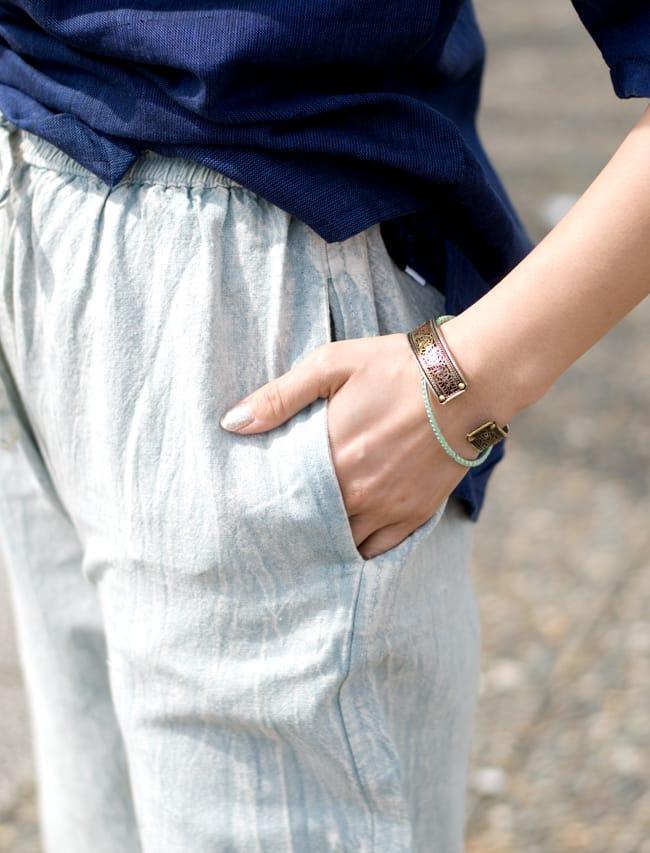 ストーンウォッシュの八分丈パンツ 【ピンク】 8 - 両サイドにはポケットもあるのでやっぱり便利ですね。
