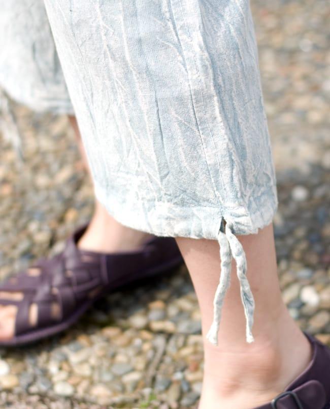 ストーンウォッシュの八分丈パンツ 【ピンク】 9 - 足首はキュッと結べるデザインです。結ばずにゆったりはいてもいいですね。