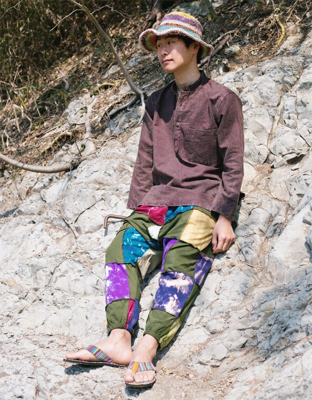 タイダイパッチワークのスウェットパンツ 10 - 身長167cmのモデルさんがグリーンを着用したところです