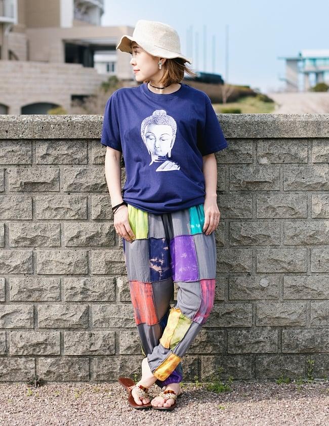 タイダイパッチワークのスウェットパンツ 9 - 身長150cmのモデルさんがグレーを着用したところです