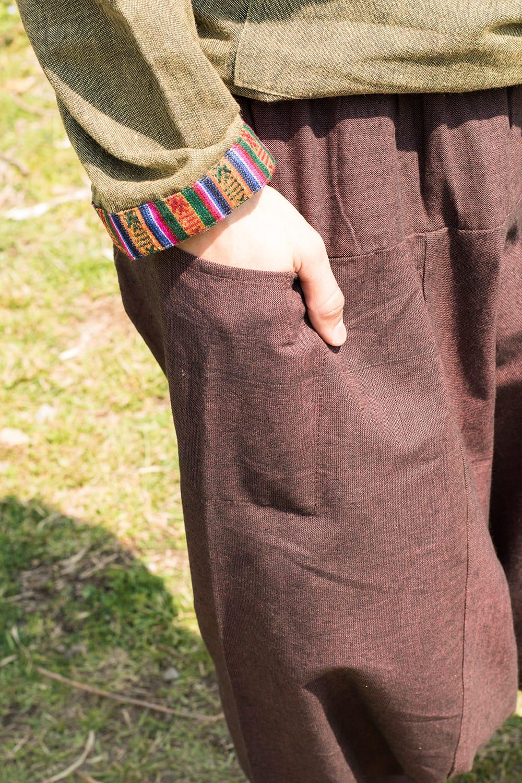 しっかりコットンのアラジンパンツ 9 - 両サイドにポケットがあるのでスマホや財布を入れられますね。