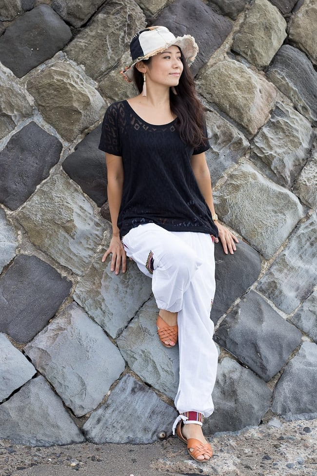 安心ポッケ付きコットンネパールパンツ 2 - 腰回り、腰ポケット、膝ポケット、裾にネパール布が用いられています。コットンなのでオールシーズン着用可能です。