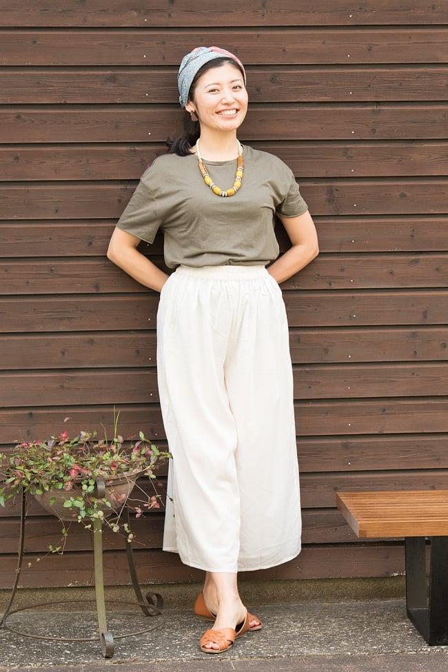 薄手コットンのワイドパンツ 3 - 1:ホワイト 身長165cmのモデルさんの着用例です。