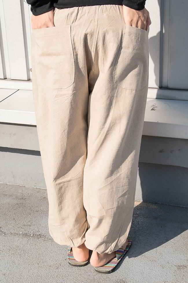 ネパールゲリのアフガンパンツ 【ベージュ】の写真4 - サイドにはポケットはありませんがお尻側に二つポケットがあります。