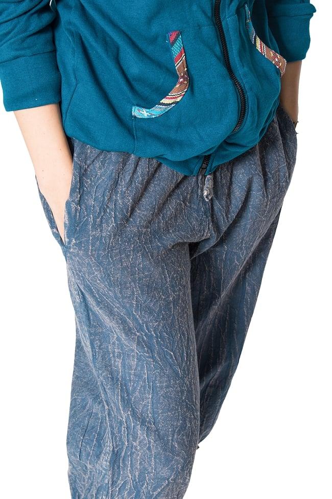 ストーンウォッシュの八分丈パンツ 【ダークブルー】の写真3 - 両ポケットの様子です。