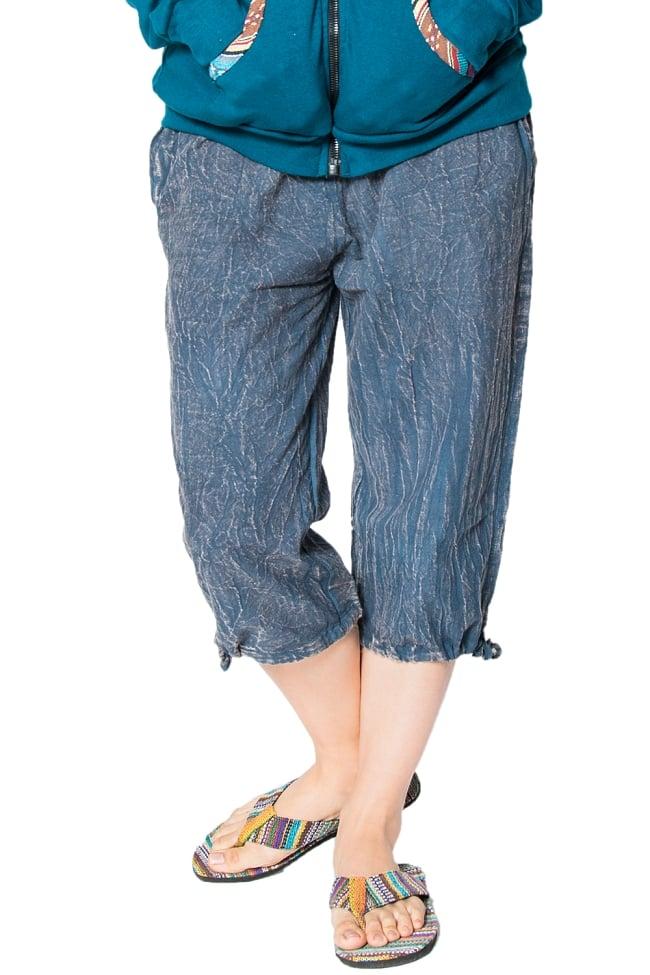 ストーンウォッシュの八分丈パンツ 【ダークブルー】の写真