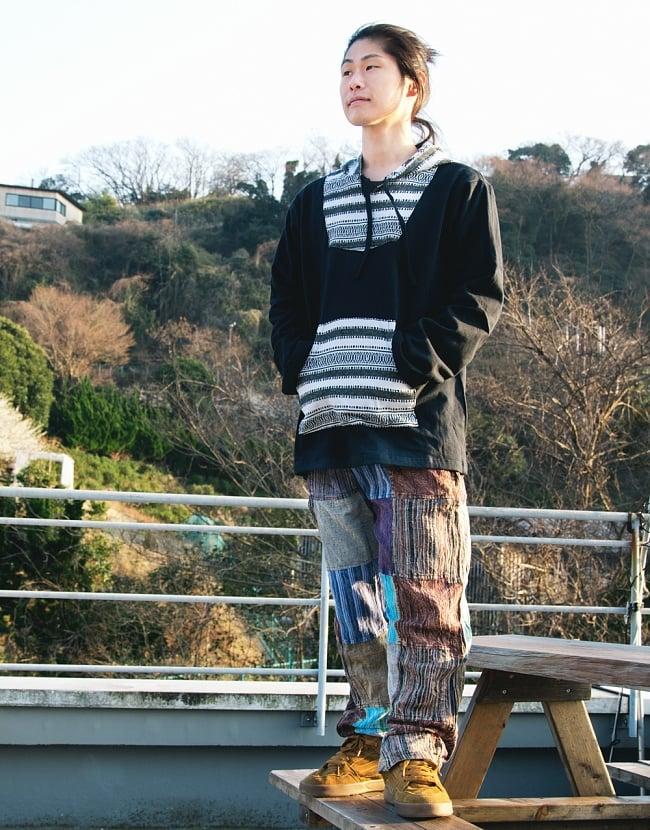 パッチワークのストーンウォッシュパンツの写真2 - 167cmの男性のモデルさん着用例です。