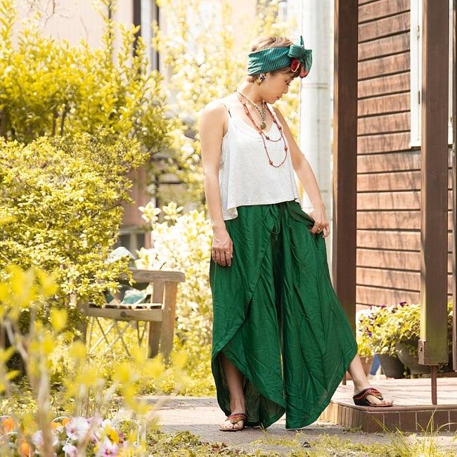 シンプルカラーのフレア巻きパンツ 8 - 選択C:グリーン。152cmの女性モデルさんの着用例です。