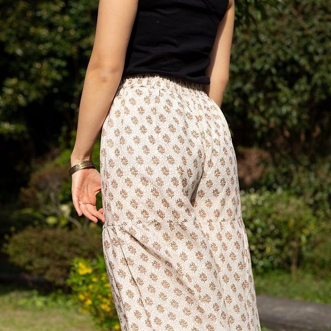 ふんわりコットンのボタニカルワイドパンツ 9 - ウッドブロック風のデザインがガーリーで可愛らしいですね。