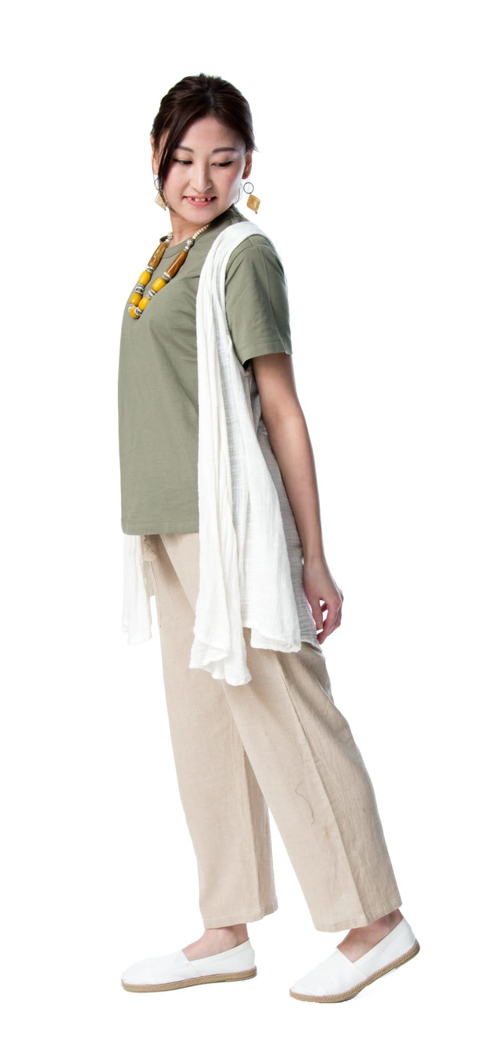 やわらかコットンのシンプルストレートパンツ 4 - 身長159cmのモデル着用例です。選択4:きなり