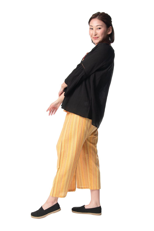 ストライプ七分丈タイパンツ 7 - 身長159cmのモデルさんの着用例です。カジュアルな服に合わせやすいですね。