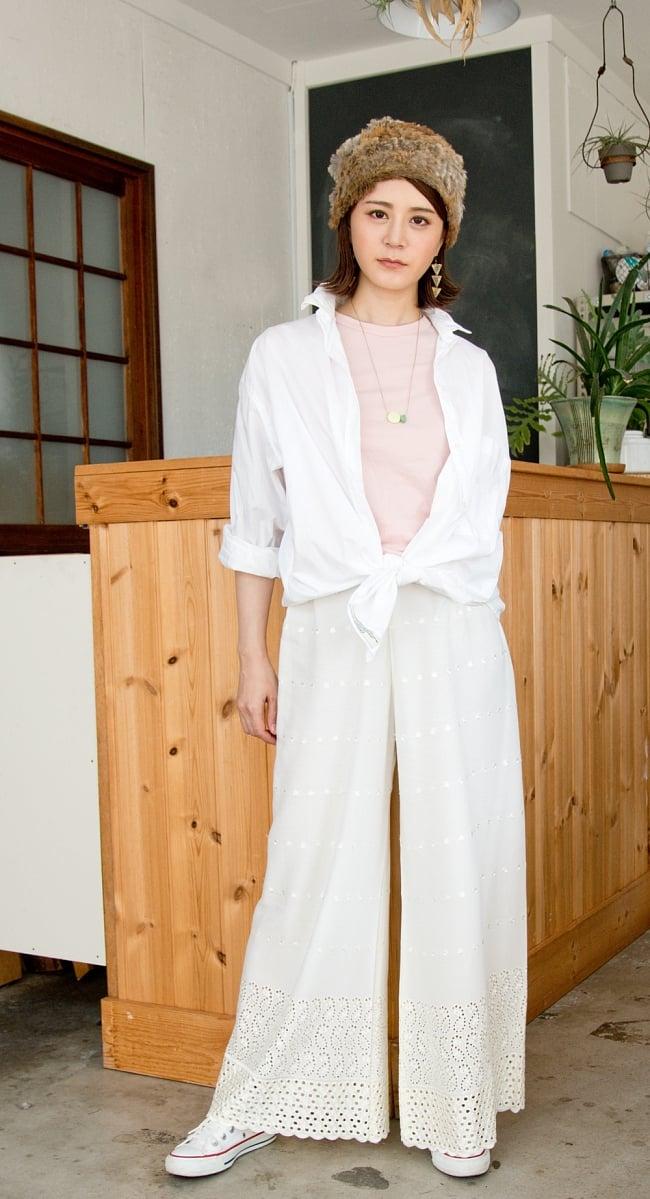 インド刺繍レースのワイドパンツ 2 - 身長165cmのモデル着用例です。こちらはホワイトLサイズです。