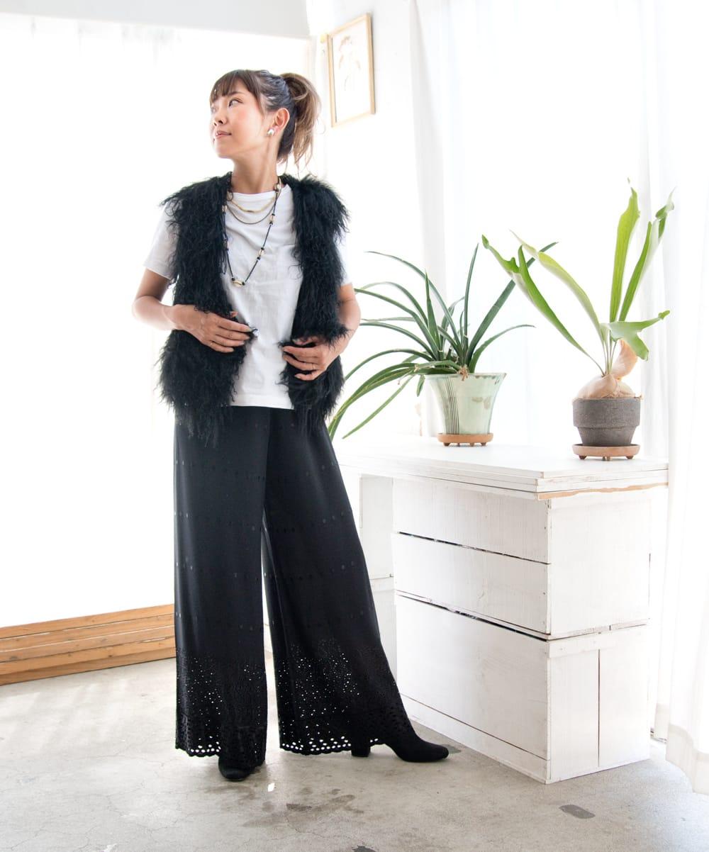 インド刺繍レースのワイドパンツ 5 - 身長152cmのモデル着用例です。こちらはブラックMサイズです。
