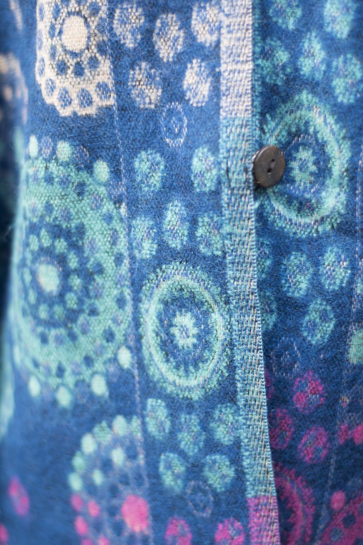 フード付き花柄ふわふわポンチョ 7 - ふわふわの起毛素材が嬉しい!