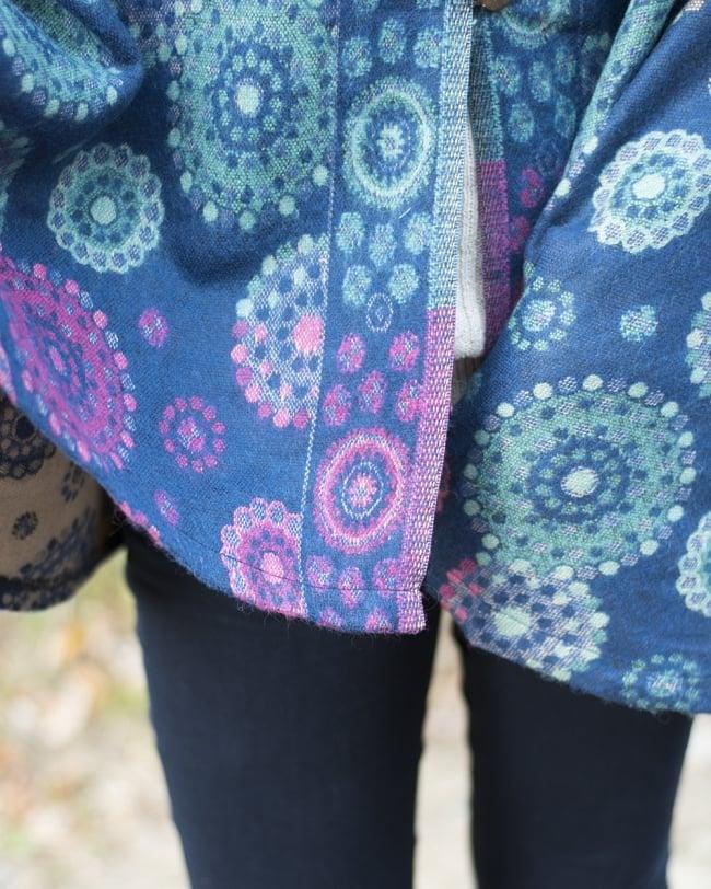 フード付き花柄ふわふわポンチョ 9 - 裾はシンプルな仕上がりになっています。デニムとの相性も良いですね。