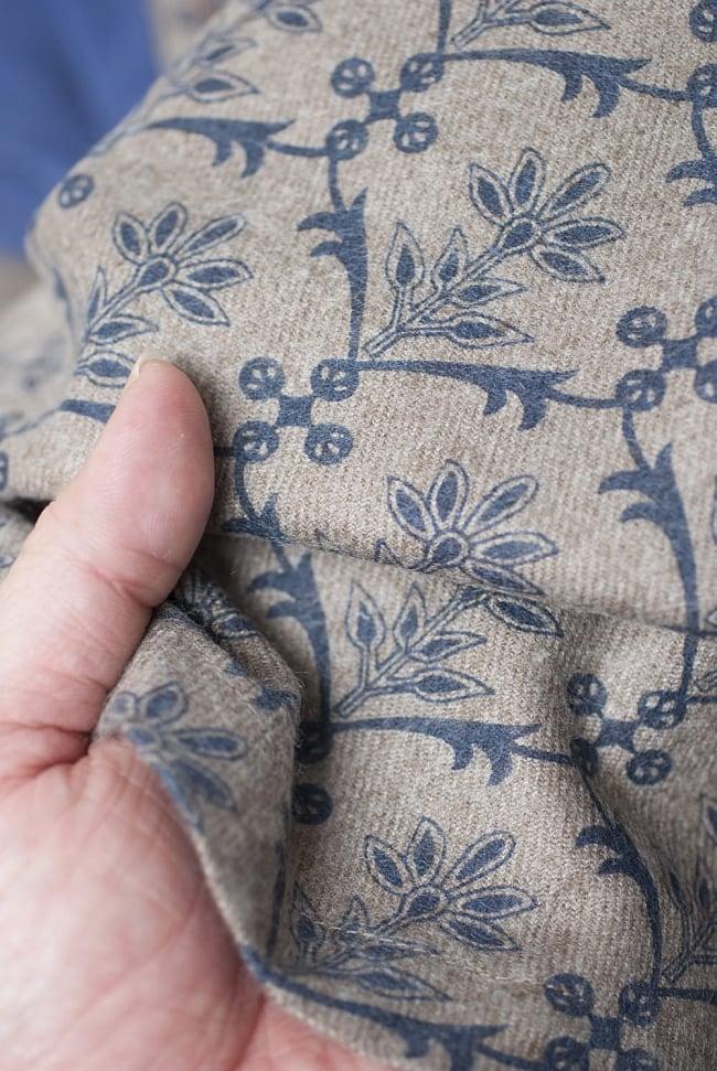 ラティス柄のラウンドポンチョケープ 11 - しっかりめの布地で安心感があります