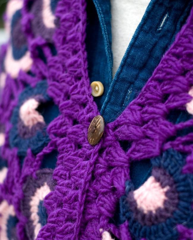 ウールポンチョ - 紫系 6 - ウッドボタンも温かい雰囲気です。