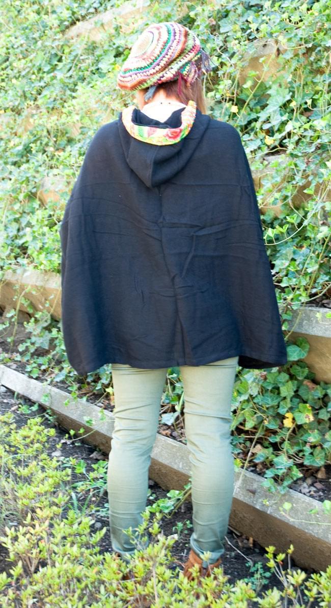 モン族刺繍ポンチョ 【黒】 4 - 後ろ姿はこんな感じです。とってもシンプル!