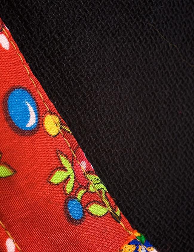 モン族刺繍ポンチョ 【黒】 8 - ちょっと目の粗いコットン地なので、季節の変わり目にピッタリ!