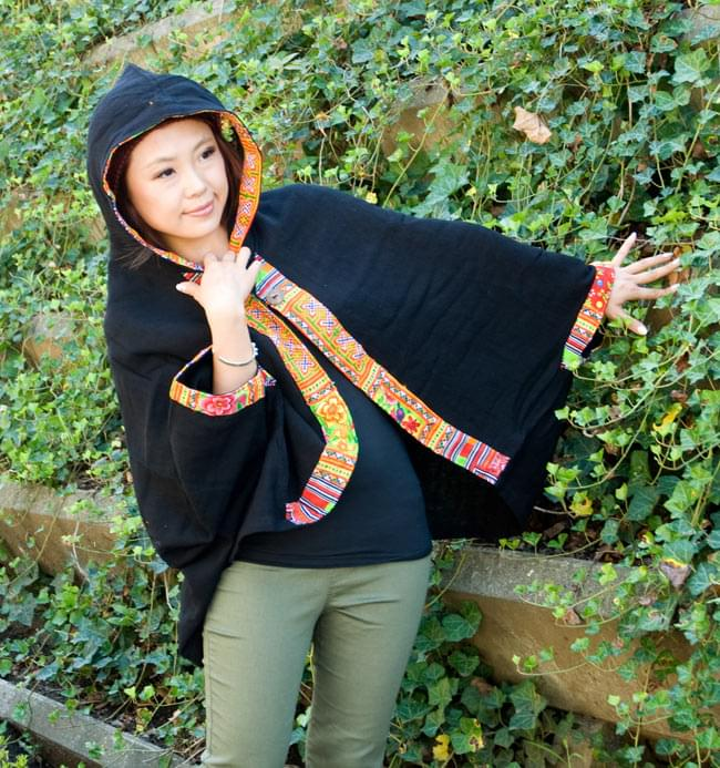 モン族刺繍ポンチョ 【黒】の写真