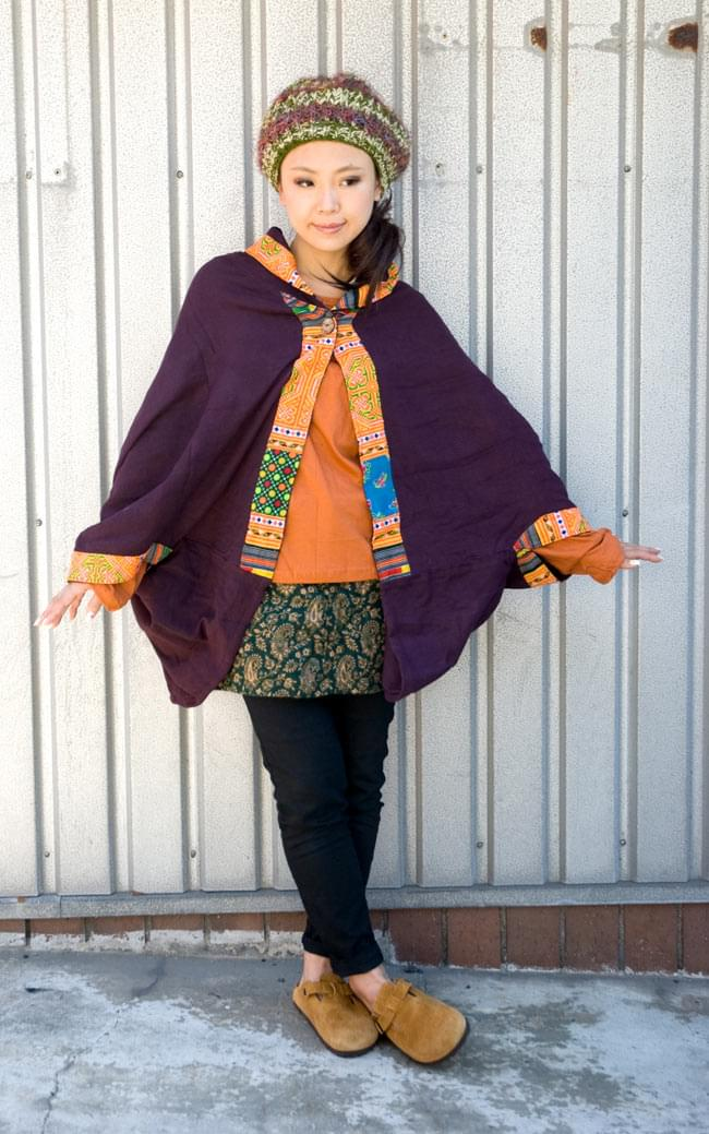 モン族刺繍ポンチョ 【ダークパープル】 2 - スカートにもパンツにも合わせやすいです。