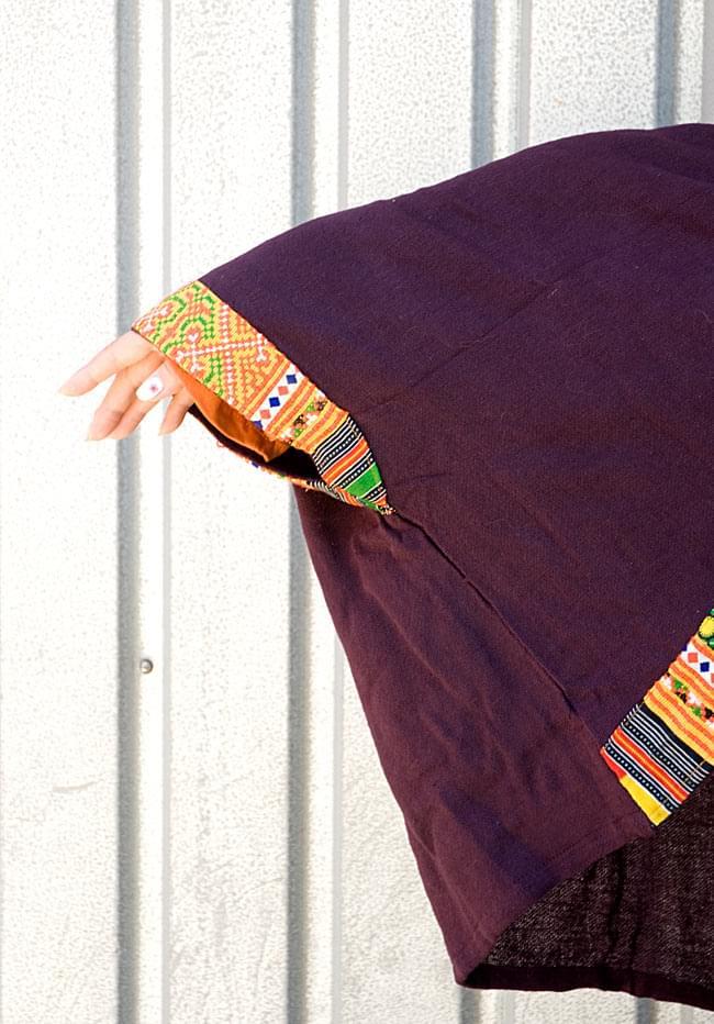 モン族刺繍ポンチョ 【ダークパープル】 5 - 袖口は刺繍があります。