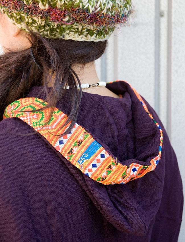 モン族刺繍ポンチョ 【ダークパープル】 7 - フードは内側に刺繍が来るので、ちょっと折ってもいいですね。