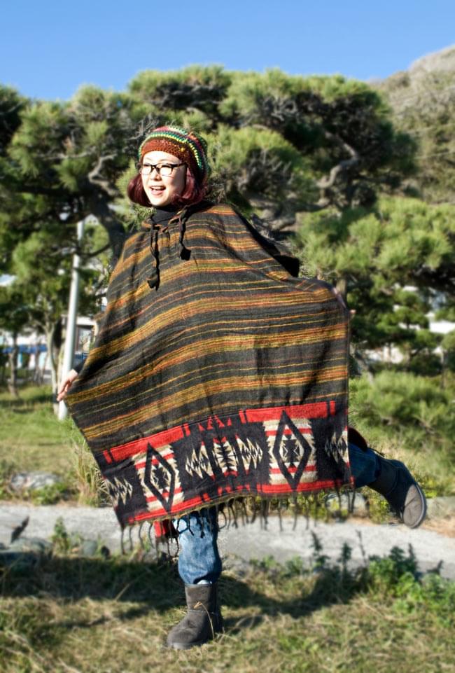 ふわふわボーダーとダッカ織りのポンチョ  4 - D:黒×赤黒