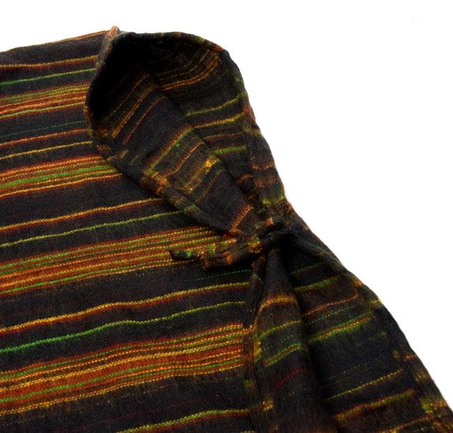 ふわふわボーダーとダッカ織りのポンチョ  8 - 腕を通す部分は紐で結びます。