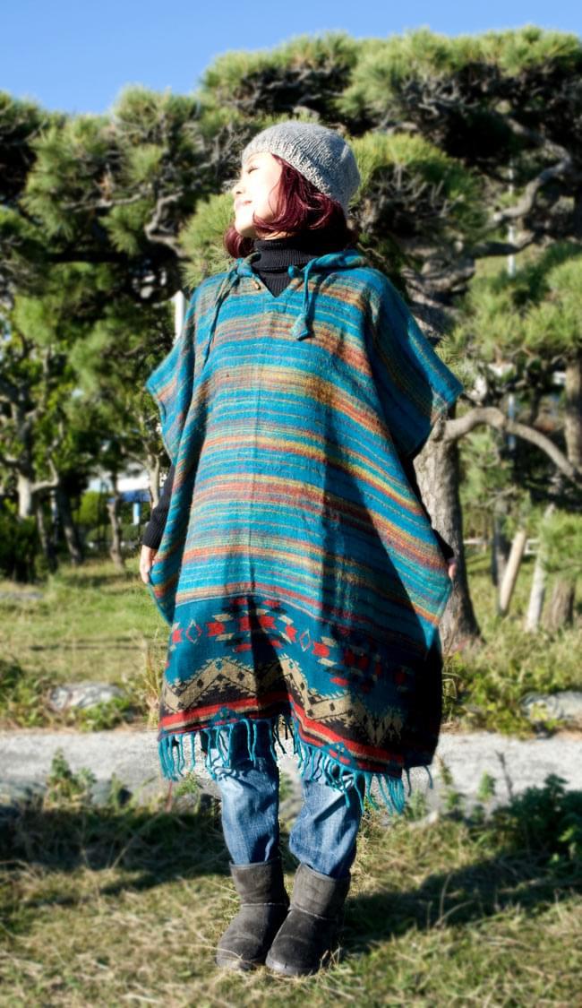 ふわふわボーダーとダッカ織りのポンチョ の写真