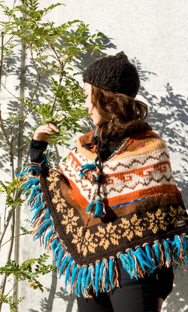 手編みのカラフルウールポンチョ 12 - L:焦茶×白