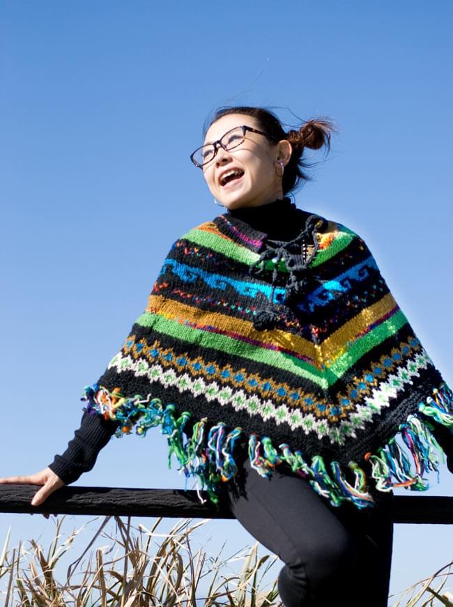 手編みのカラフルウールポンチョの写真4 - D:グリーン×ブルー