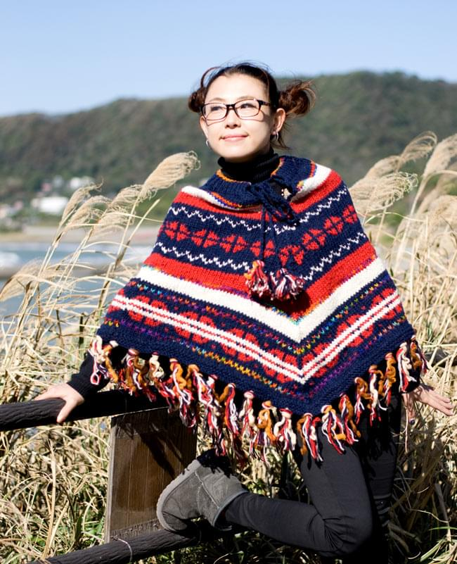 手編みのカラフルウールポンチョの写真5 - E:ネイビー×赤