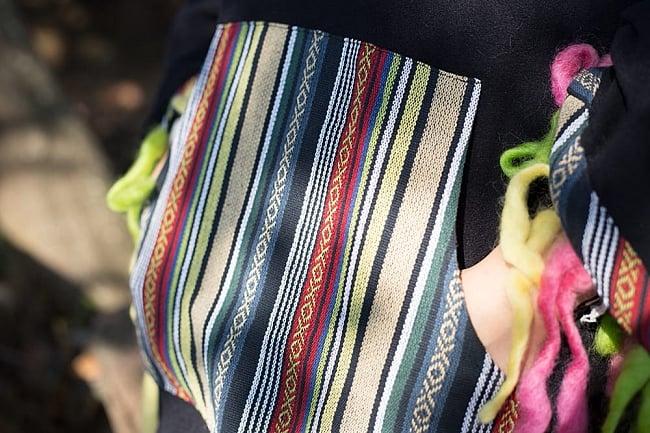 ネパール伝統布とフェルト飾りのフリースポンチョ 6 - 前面にはカンガルーポケット
