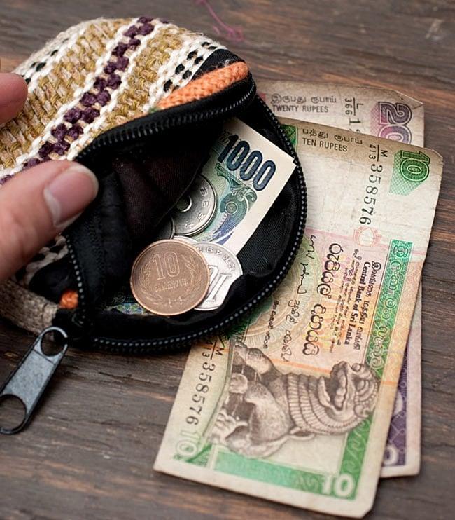 ヘンプのまんまるコインケース【アソート】 11 - 小さくて持ち運びやすいので、フェスなどの持ち歩き用の小物入れとして、海外での現地用お財布としても便利です。
