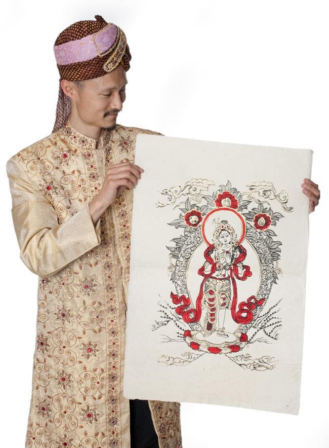 ロクタ紙ポスター - ロケシュワラ 7 - 大きさ比較のためにインドパパが持ってみました