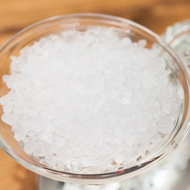 ホワイトクリスタル岩塩【ミル(粗目)50g】の写真3 - クリアな白色の美しい岩塩です