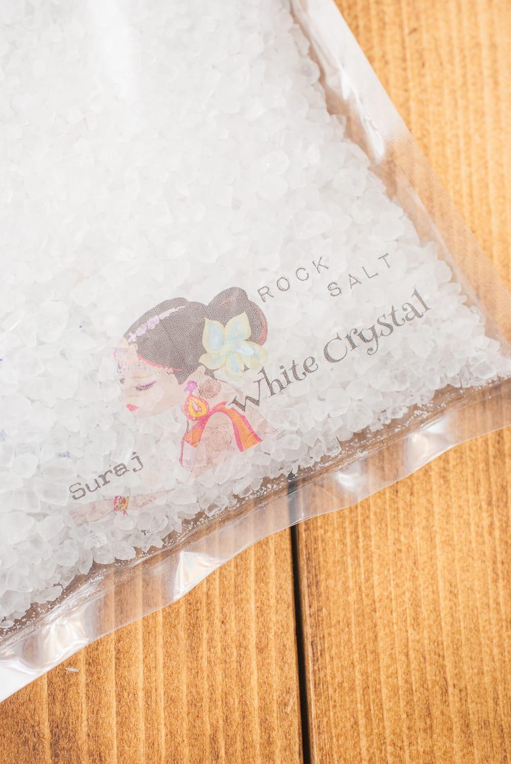 ホワイトクリスタル岩塩【ミル(粗目)500g】 3 - ミネラル分の豊かな塩です
