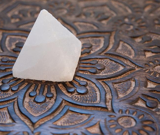 ヒマラヤ岩塩のピラミッド【ホワイト 5cm】の写真
