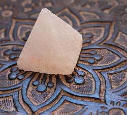 ヒマラヤ岩塩のピラミッド【ピンク 5cm】の商品写真