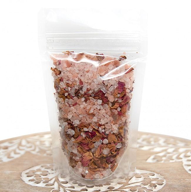 【食用】香り高い薔薇の花びら入り ヒマラヤピンクソルト 120g 2 - この様なパッケージでお届けします