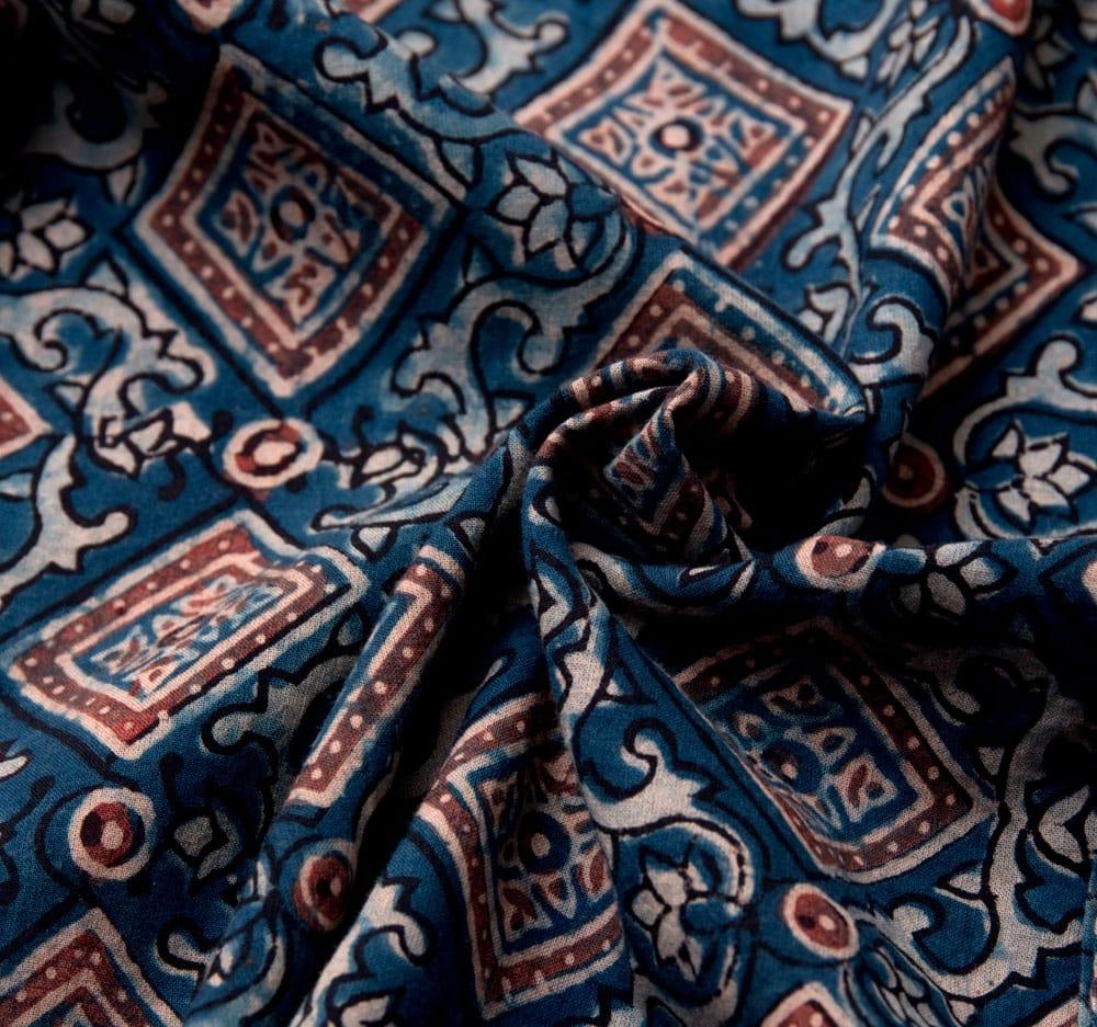 布の宝石アジュラックを使った メンズ 長袖 ロングスリーブ シャツ  10 - 布地をクシャッとさせてみました。木綿のケンブリックと言う柔らかい生地を使っています