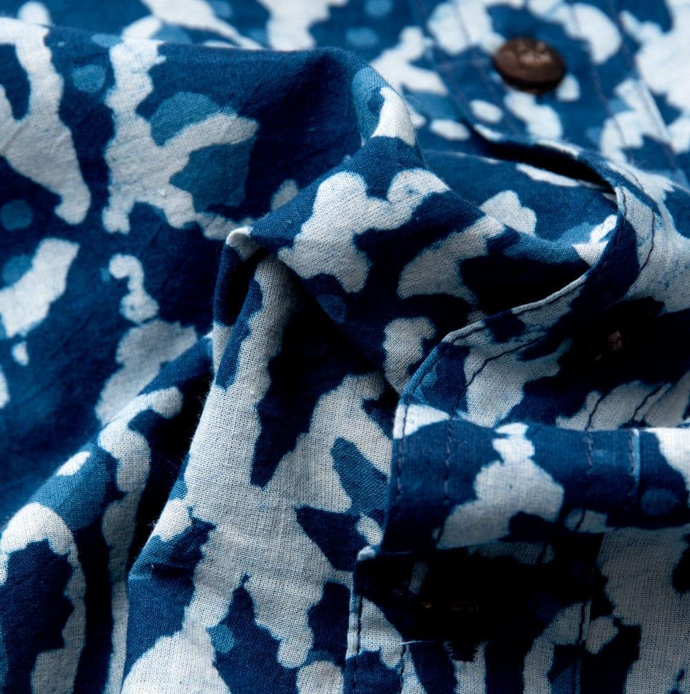 インディゴ染 メンズ 長袖 ロング スリーブシャツ  10 - 布地をクシャッとさせてみました。木綿のケンブリックと言う柔らかい生地を使っています